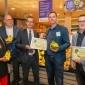 Afbeelding van Wethouder Ralph Lafleur reikt Fair Trade Banana Awards uit