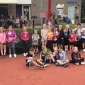 Afbeelding van 39 kinderen doen mee aan tennisclinic's tijdens afsluiting Woutje Brugge week